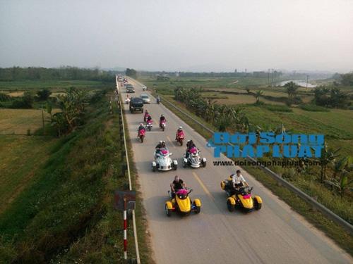 Cận cảnh dàn xe siêu sang tại đám cưới làng ở Hà Tĩnh - 3