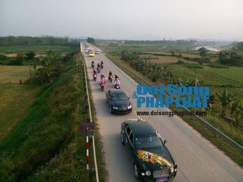 Cận cảnh dàn xe siêu sang tại đám cưới làng ở Hà Tĩnh - 8