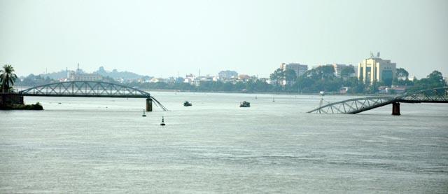 Đã xác định được vị trí dầm cầu Ghềnh dưới lòng sông - 4