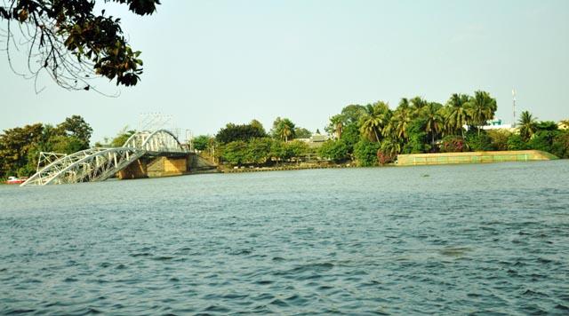 Đã xác định được vị trí dầm cầu Ghềnh dưới lòng sông - 11