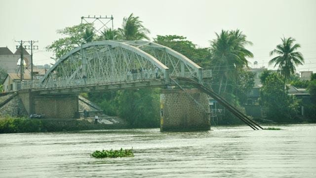 Đã xác định được vị trí dầm cầu Ghềnh dưới lòng sông - 6