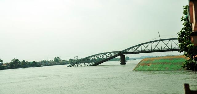 Đã xác định được vị trí dầm cầu Ghềnh dưới lòng sông - 7