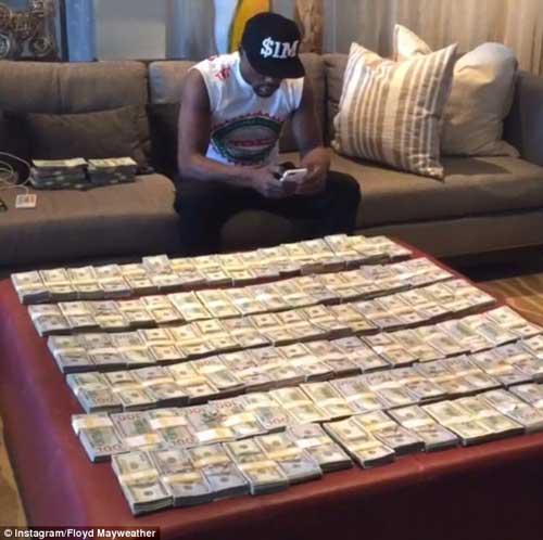 Ngồi chơi, Mayweather cũng kiếm triệu đô mỗi tháng - 1