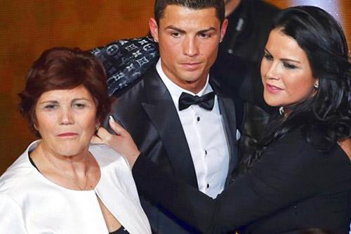 Sợ mẹ bị bắt cóc, Ronaldo tính thuê đặc nhiệm bảo vệ - 1