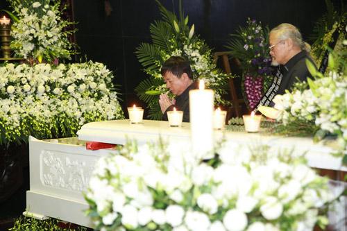 """Lễ tang nhạc sĩ Thanh Tùng: """"Tiễn bố về với mẹ, chào bố"""" - 36"""