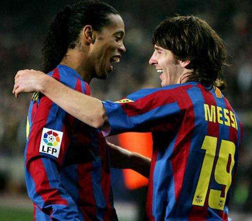 """""""Phù thủy"""" Ronaldinho - Messi: Ai mới là """"Vua"""" ở Barca? - 1"""