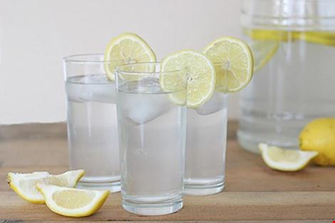 Những tác hại không ngờ khi uống nước chanh giảm cân - 1