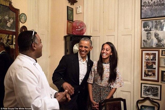 Tiểu thư nhà Obama trổ tài phiên dịch cho bố ở Cuba - 1