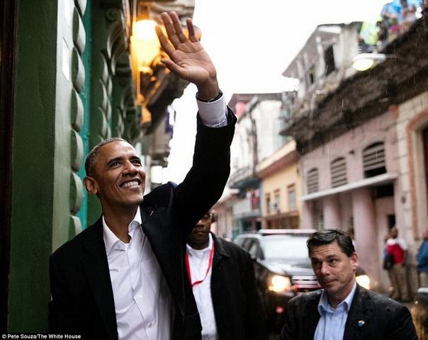 Tiểu thư nhà Obama trổ tài phiên dịch cho bố ở Cuba - 3