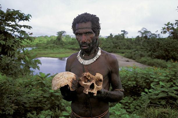 Rùng mình những bộ tộc ăn thịt người ghê rợn - 1