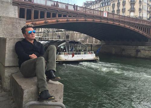 """Mr. Đàm hài hước """"trang điểm"""" cho tháp Eiffel - 5"""