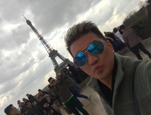 """Mr. Đàm hài hước """"trang điểm"""" cho tháp Eiffel - 1"""
