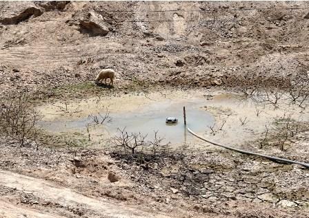 Khoan giếng tìm nước giữa lòng hồ - 2