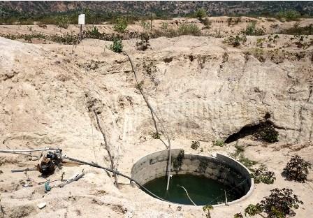 Khoan giếng tìm nước giữa lòng hồ - 9