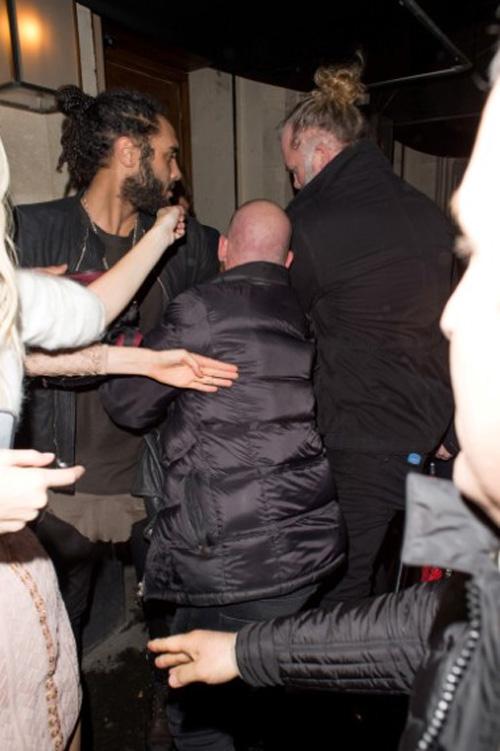 Thực hư vụ Kendall Jenner đánh phóng viên ảnh - 4