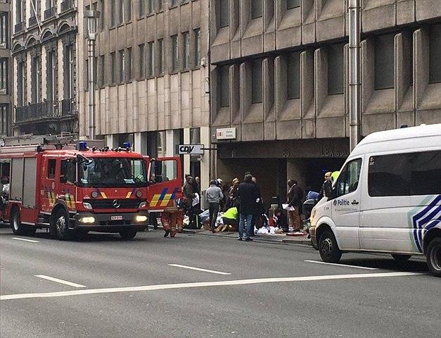 Ảnh: Hiện trường đẫm máu vụ khủng bố liên hoàn ở Bỉ - 3