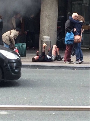 Ảnh: Hiện trường đẫm máu vụ khủng bố liên hoàn ở Bỉ - 4