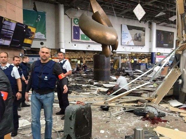 Ảnh: Hiện trường đẫm máu vụ khủng bố liên hoàn ở Bỉ - 10