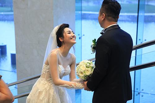 Trà My ngượng ngập hôn chồng đại gia trong đám cưới - 14