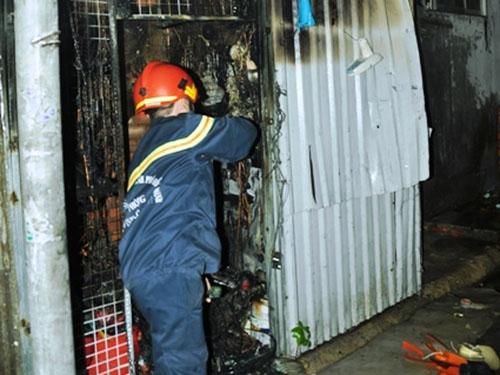 Huy động xe thang dập đám cháy chưa tới 4 mét vuông - 1