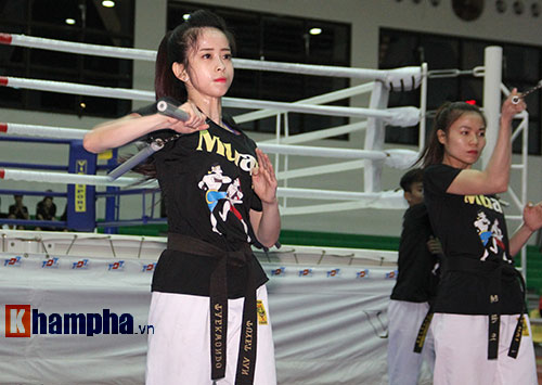 Người đẹp làng võ Việt múa côn nhị khúc như làm xiếc - 3