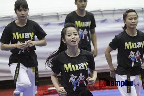Người đẹp làng võ Việt múa côn nhị khúc như làm xiếc - 7