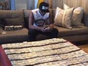 Thể thao - Ngồi chơi, Mayweather cũng kiếm triệu đô mỗi tháng