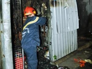 Tin tức trong ngày - Huy động xe thang dập đám cháy chưa tới 4 mét vuông