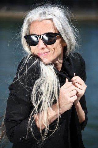 Vẻ đẹp khó rời mắt của các quý bà tóc bạc trắng - 1