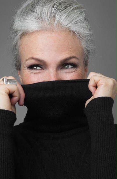 Vẻ đẹp khó rời mắt của các quý bà tóc bạc trắng - 8