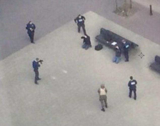 Hình ảnh 2 kẻ tình nghi đánh bom khủng bố ở Bỉ - 4