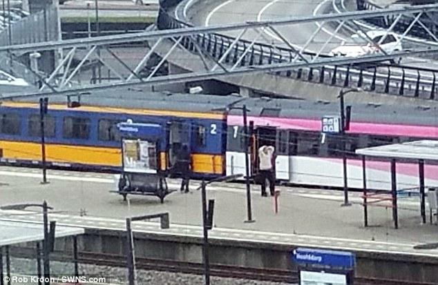 Hình ảnh 2 kẻ tình nghi đánh bom khủng bố ở Bỉ - 6