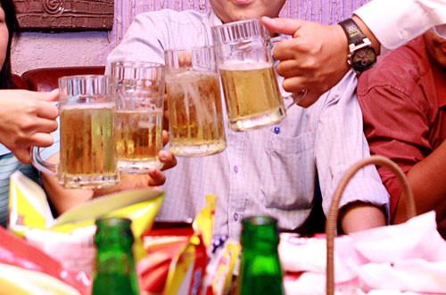 Chỉ đi du lịch và uống bia cũng nhận lương cao ngất - 1