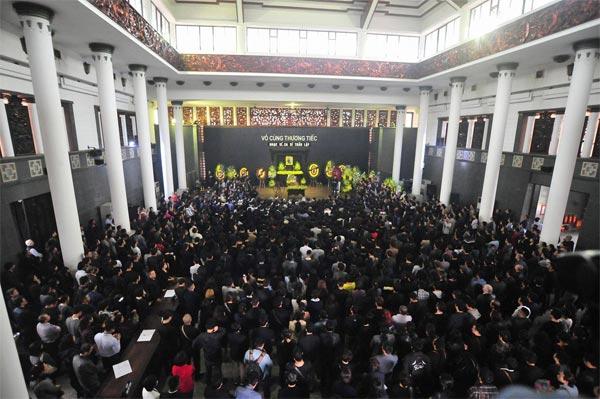 Hình ảnh đám tang ca sĩ Trần Lập - 11