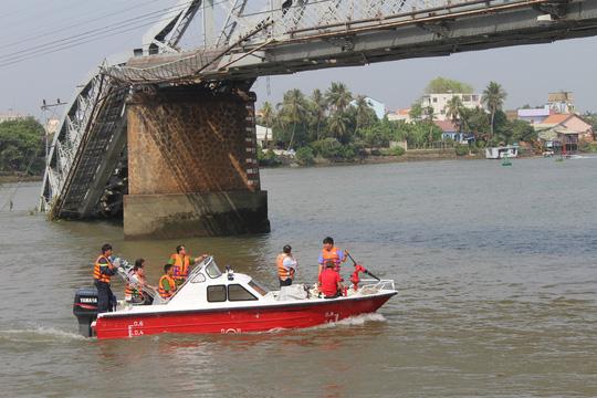 Thông luồng giải tỏa tàu thuyền ùn tắc 2 bên cầu Ghềnh - 1