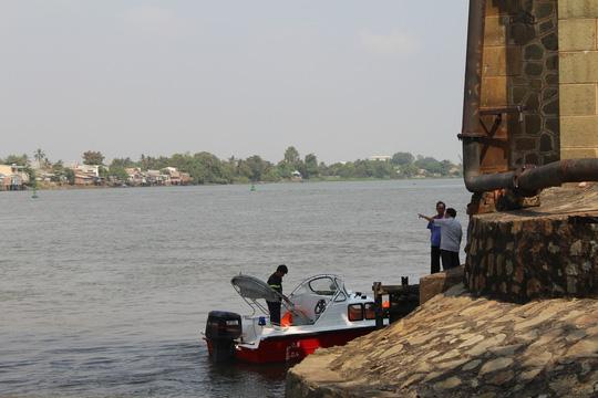 Thông luồng giải tỏa tàu thuyền ùn tắc 2 bên cầu Ghềnh - 3