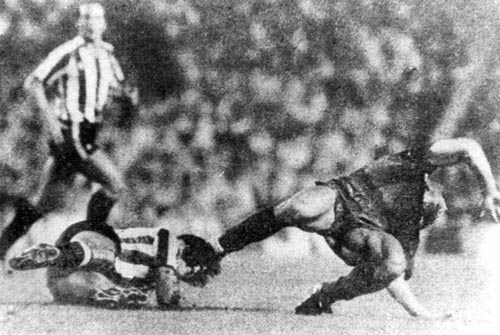 Messi đọ huyền thoại: Pele chịu khổ để Messi thăng hoa (P2) - 3