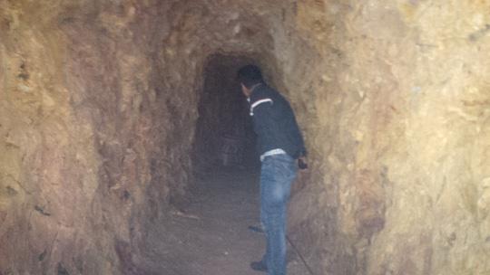 Bí thư huyện đào hầm xuyên núi chỉ để… chứa rượu (?!) - 2