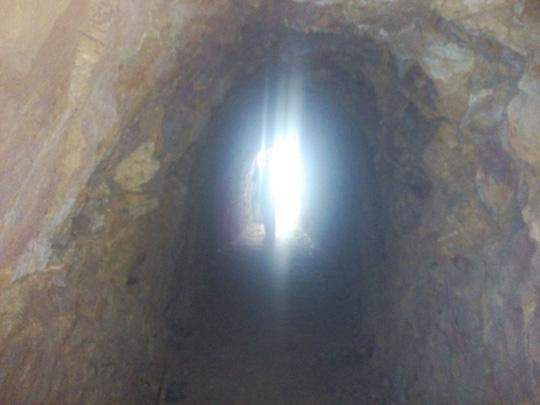 Bí thư huyện đào hầm xuyên núi chỉ để… chứa rượu (?!) - 3
