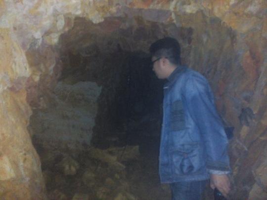 Bí thư huyện đào hầm xuyên núi chỉ để… chứa rượu (?!) - 4