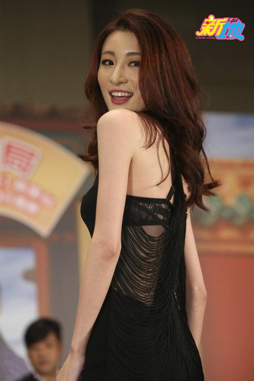 Hoa hậu bị chê xấu gây sửng sốt với đầm xuyên thấu - 3