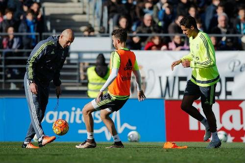 Real: Trục lợi từ Morata, dồn tiền mua Courtois - 1