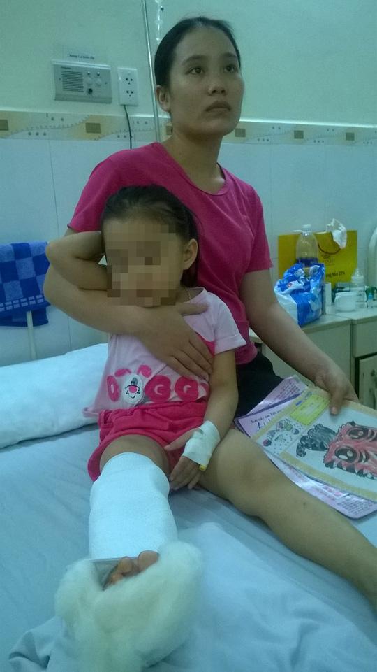 Khởi tố vụ truy sát cả gia đình, chém bé gái 3 tuổi - 1