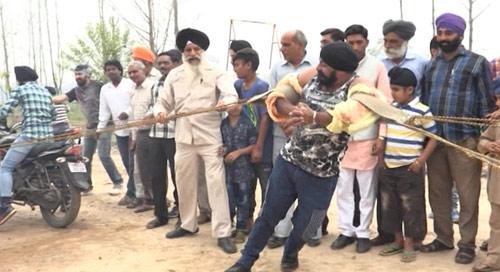 """""""Người sắt"""" Ấn Độ: Đao thương bất nhập - 4"""