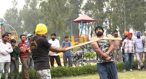 """""""Người sắt"""" Ấn Độ: Đao thương bất nhập - 6"""