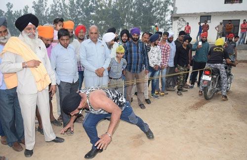 """""""Người sắt"""" Ấn Độ: Đao thương bất nhập - 8"""