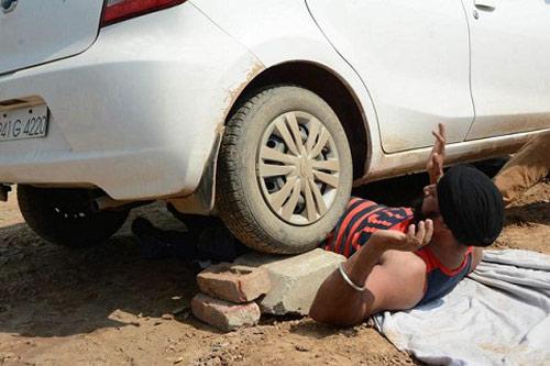 """""""Người sắt"""" Ấn Độ: Đao thương bất nhập - 1"""