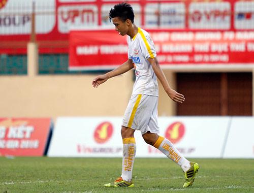 """VCK U19 QG: """"Đàn em"""" Văn Quyết bị đuổi vì chơi xấu - 5"""