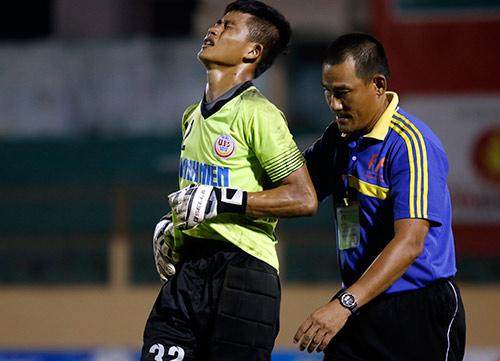 """VCK U19 QG: """"Đàn em"""" Văn Quyết bị đuổi vì chơi xấu - 10"""