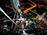 """Video An ninh - Thót tim xem """"người nhện"""" tay không leo tòa nhà 75 tầng"""